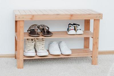eine schuhbank mit sitzfl che kaufen darauf sollte man. Black Bedroom Furniture Sets. Home Design Ideas